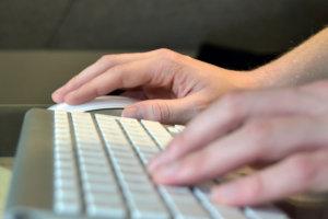 Singles Day shopping med Apple tastatur og mus