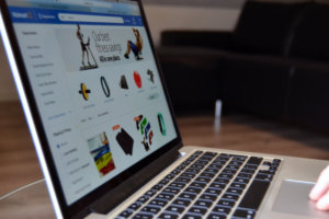 Singles Day Shopping online på macbook